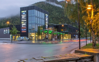 Du kan shoppe på flere butikker i Åfjord sentrum (Årnes)